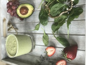 Avocado Spinach Vanilla Milkshake Smoothie Recipe